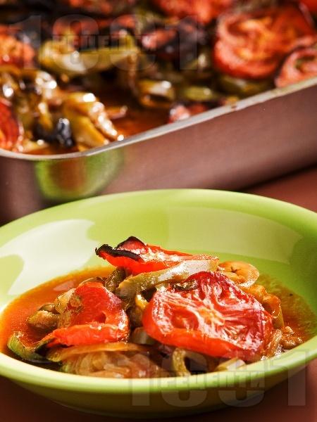 Имам баялдъ - традиционно турско ястие с патладжани, чушки и домати - снимка на рецептата